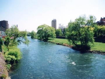 盛岡市内を流れる北上川