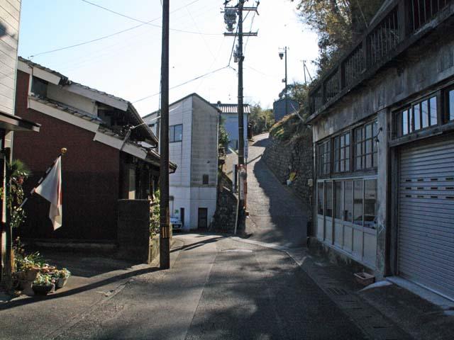 由比・西倉沢地区(右が薩埵峠への道)