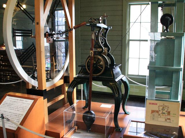 展示用の振子式機械時計@札幌市時計台